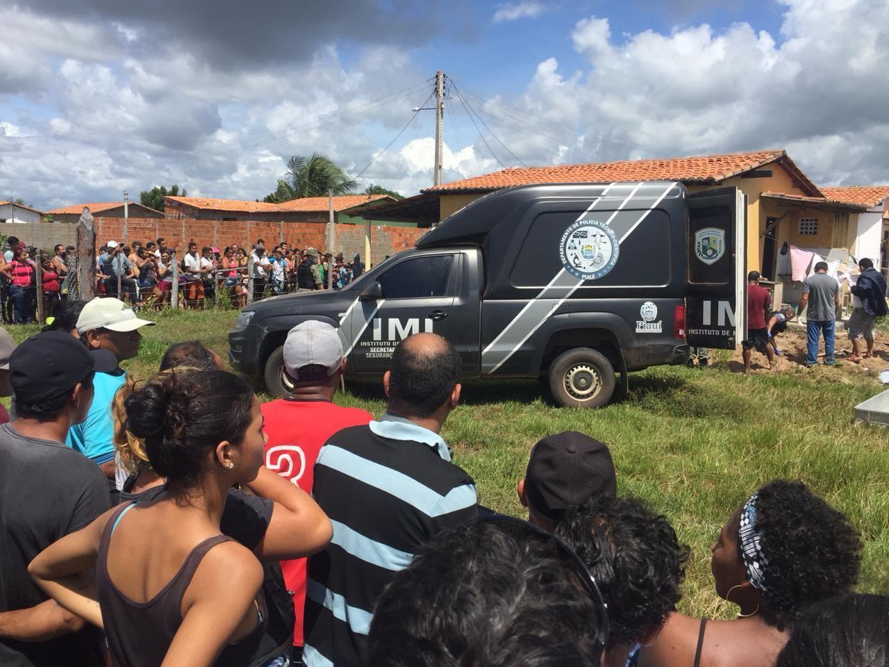 Acusado de matar esposa e enterrar no quintal de casa, homem é condenado por feminicídio a 32 anos de prisão no Piauí