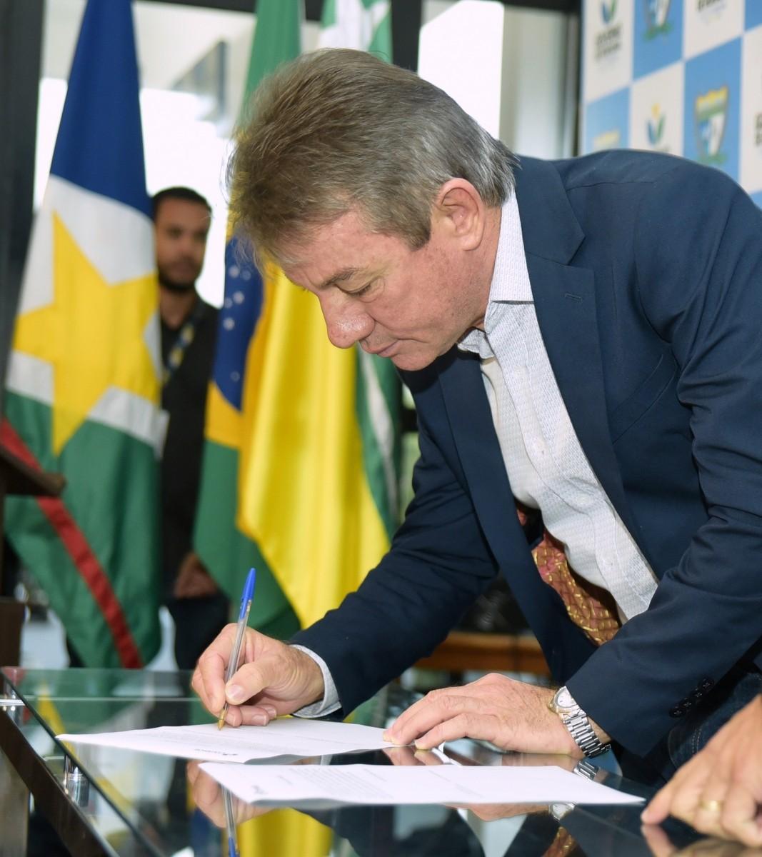 Apoiador de Bolsonaro, governador de RR se desfilia do PSL