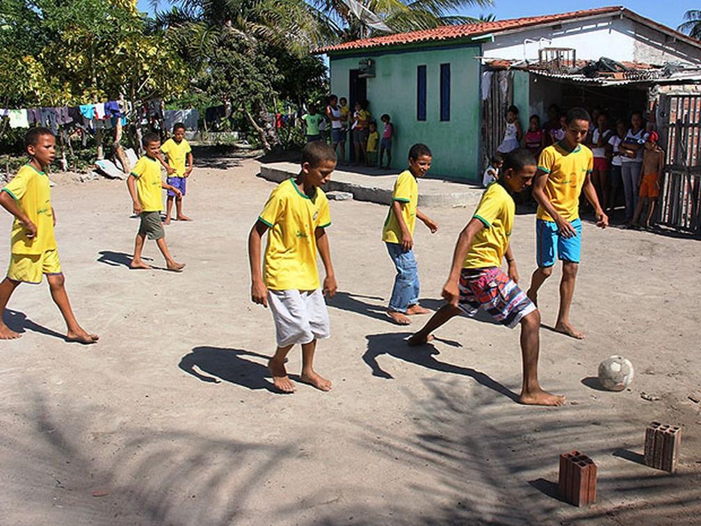 Com quantidade de filhos, Irineu poderia montar time de futebol - Foto de 2014 — Foto: Raimundo Mascarenhas / Calila Notícias
