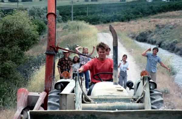 Kevin Bacon, Sarah Jessica Parker, Chris Penn, Elizabeth Gorcey, John Laughlin em Footloose: Ritmo Louco (Foto: Divulgação)
