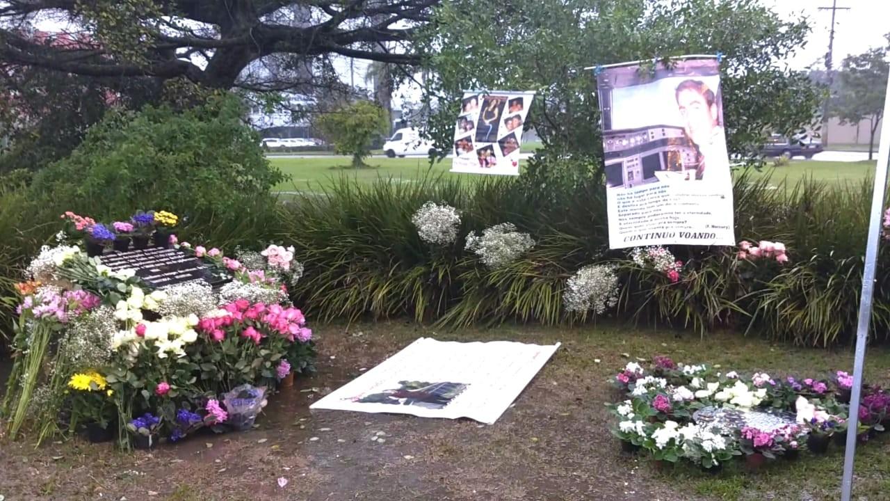 Onze anos após acidente da TAM, familiares de vítimas prestam homenagens em Porto Alegre