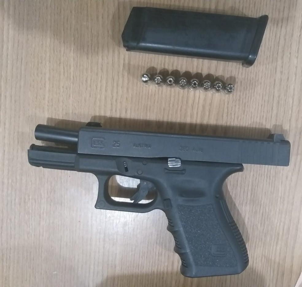 Arma encontrada com o suspeito em Ariquemes, RO — Foto:  Jeferson Sanches/190urgente