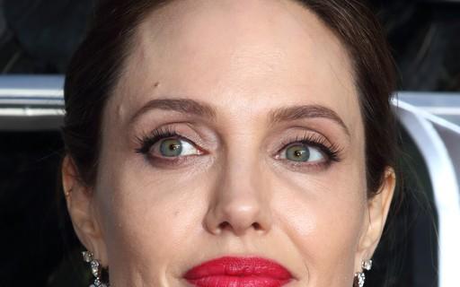 Angelina Jolie doa R$ 5 milhões para manter merenda de alunos durante quarentena