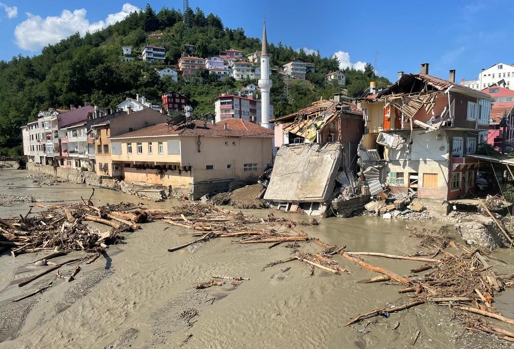 Enchente destruiu várias cidades na região turca do Mar Negro — Foto: Mehmet Emin Caliskan/ Reuters