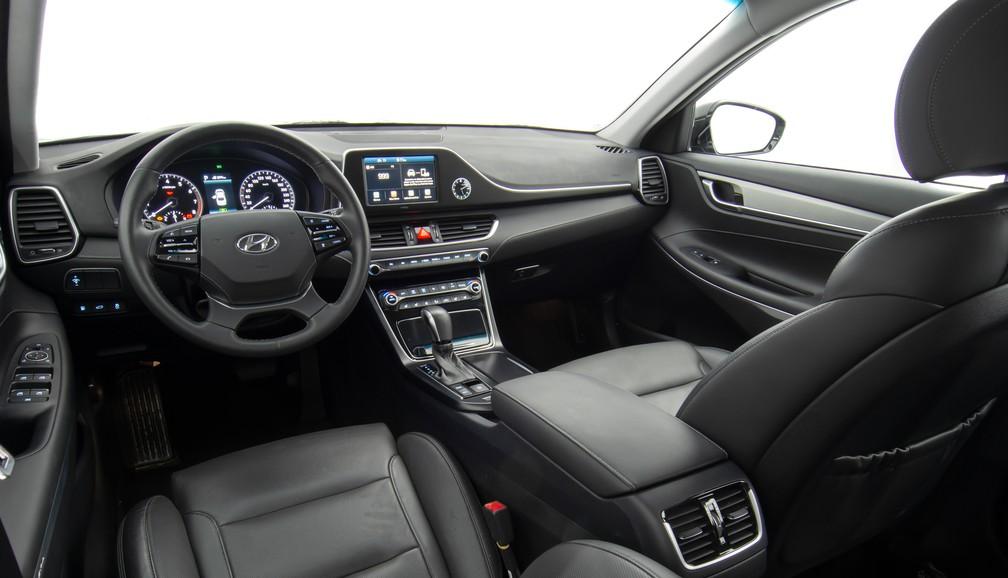 Interior do Hyundai Azera — Foto: Divulgação