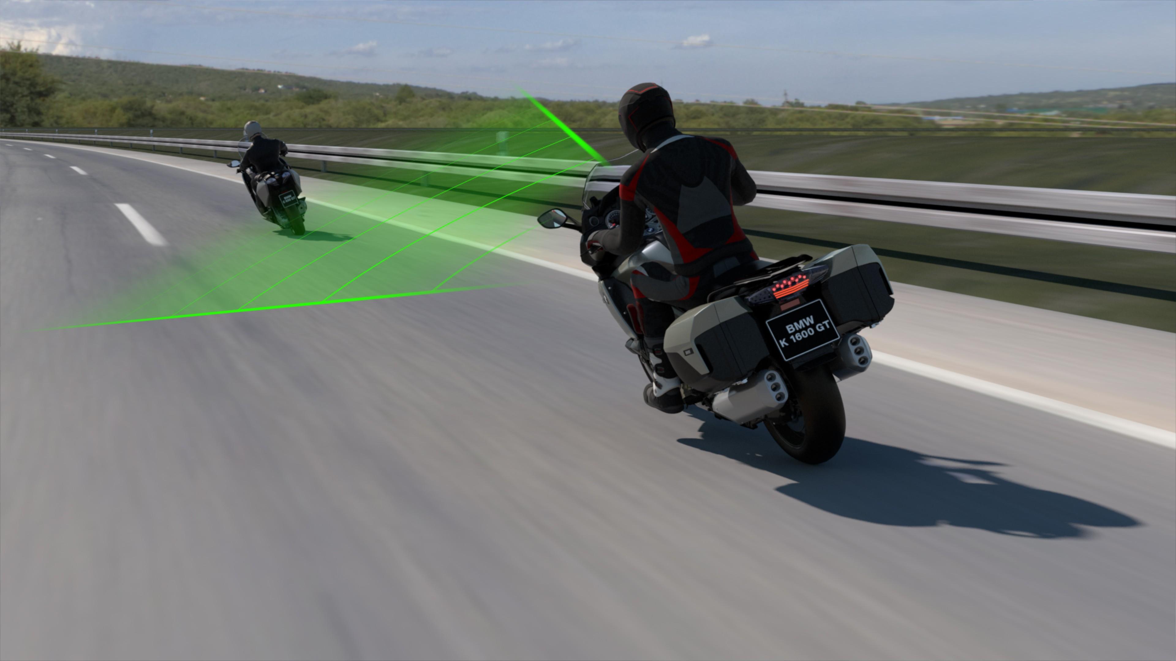 Motos BMW vão frear e acelerar sozinhas com novo sistema adaptativo de velocidade