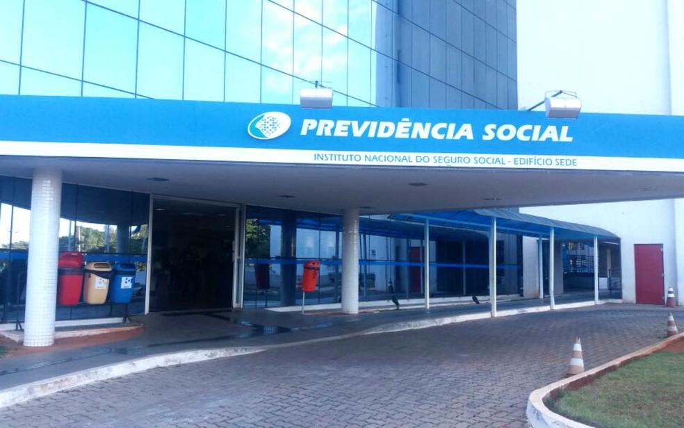 Edifício-sede do INSS em Brasília: pente-fino para verificar possíveis pagamentos irregulares (Foto: Yasmim Perna/G1)