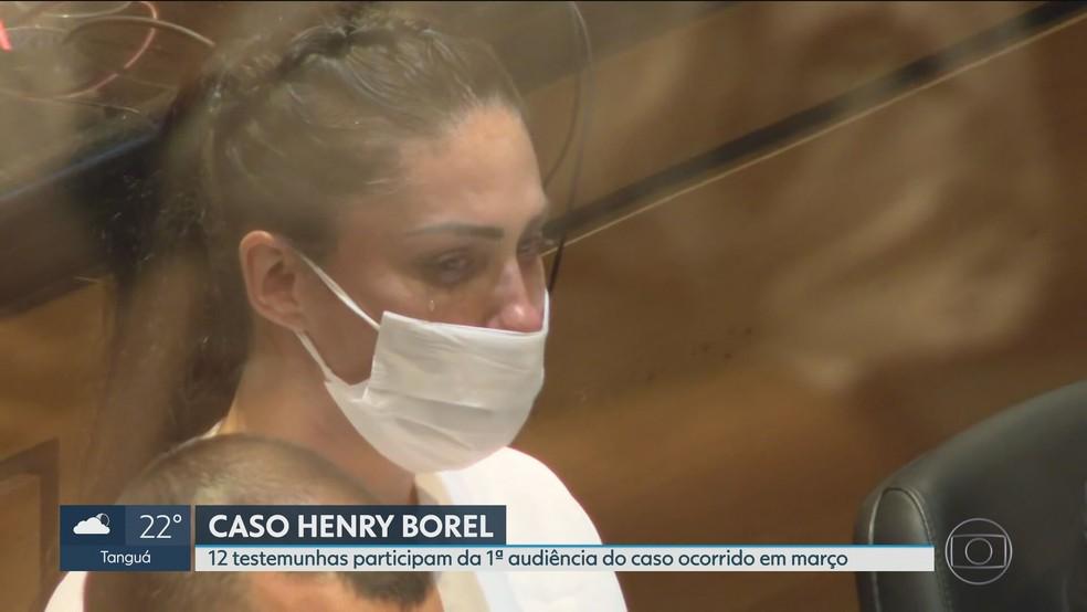 Monique chora durante depoimento de Leonel — Foto: Reprodução/TV Globo