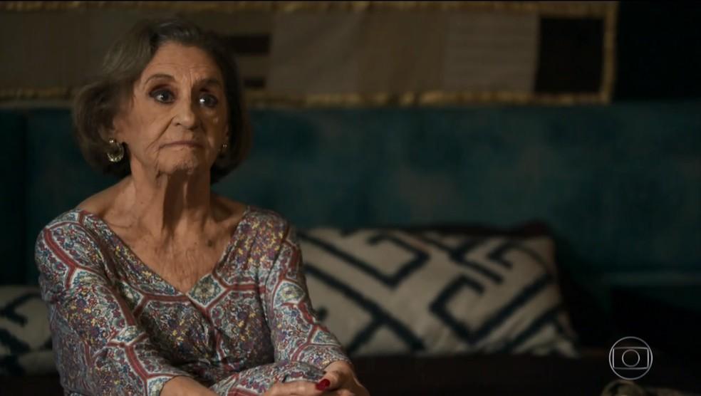 Caetana resiste à Mariano (Foto: TV Globo)