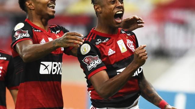 Bruno Henrique comemora gol em Flamengo x Coritiba pela 22ª rodada do Campeonato Brasileiro 2020