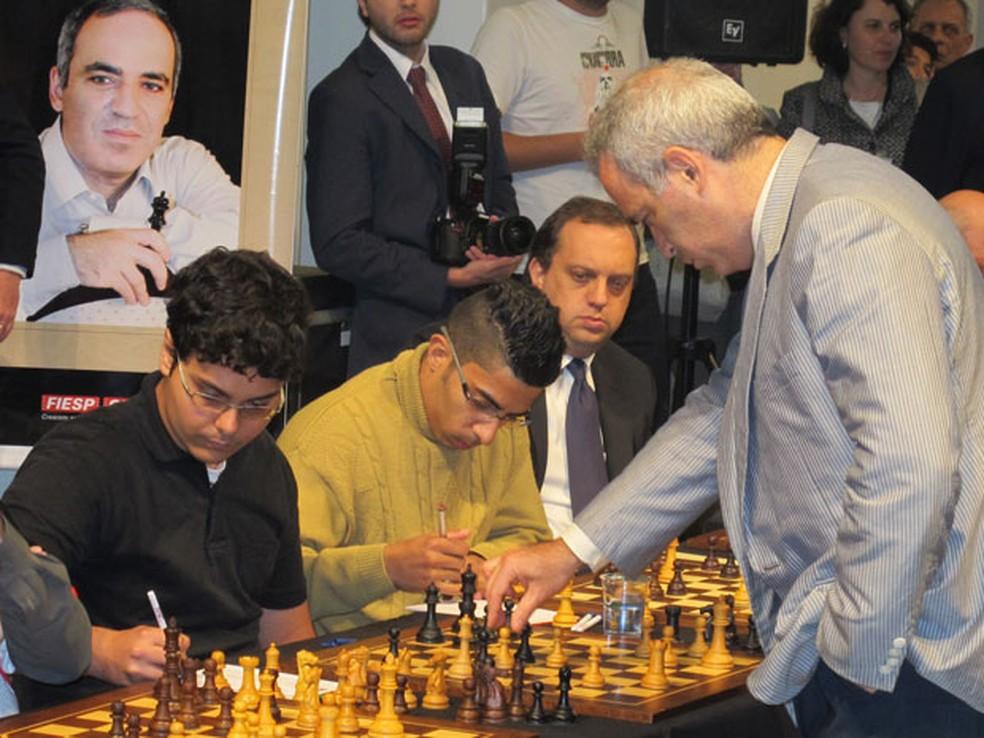 O enxadrista russo Garry Kasparov, em simultânea no Brasil em 2016. Na eleição para a Federação Internacional de Xadrez (Fide), ele e sua nêmese atual, o presidente Vladimir Putin, acabaram do mesmo lado — Foto: Paulo Guilherme/G1