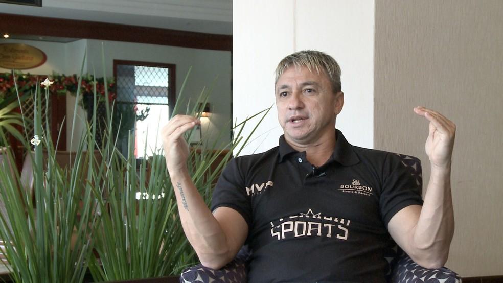Paulo Nunes é um dos destaques do jogo festivo em Taubaté — Foto: Danilo Sardinha / GloboEsporte.com