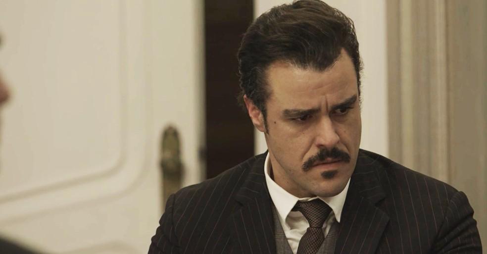 Olegário não aguenta mais mentir sobre seu passado com Susana (Foto: TV Globo)