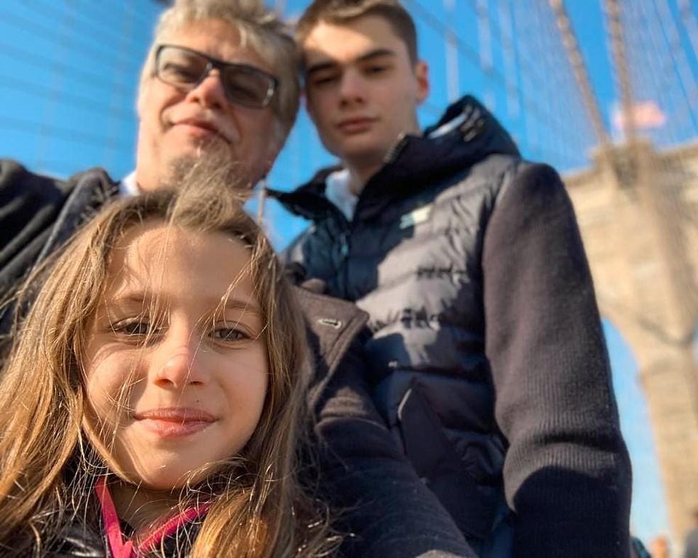 Fabio com os filhos, João Assunção, e Ella Felipa — Foto: Reprodução/Instagram