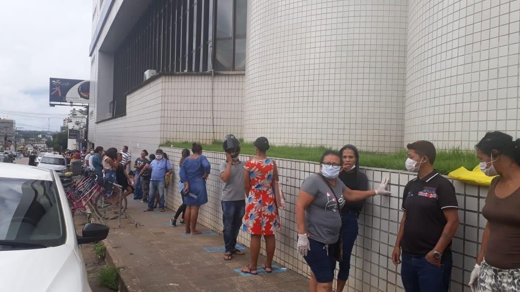 Busca para obter auxílio emergencial de R$ 600 causa filas em agência de Porto Velho