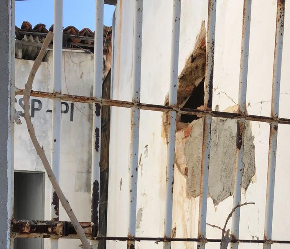 Preso cavou buraco e conseguiu fugir da delegacia de Paulistana. (Foto: Divulgação/Polícia Civil)