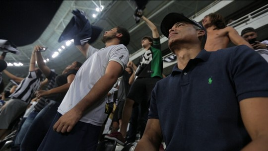 Gonçalves e Marcão acompanham Botafogo x Fluminense no meio das torcidas