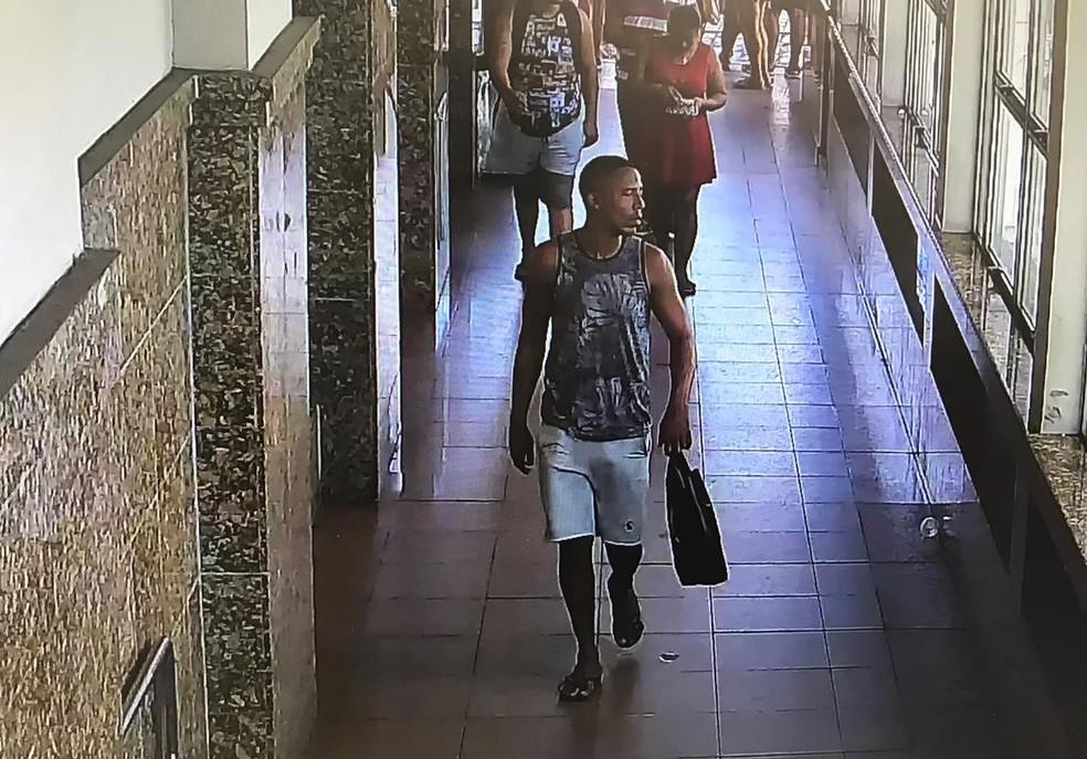 Vanderson foi preso no Elevador Lacerda, em Salvador, nesta quinta — Foto: SSP/ Divulgação