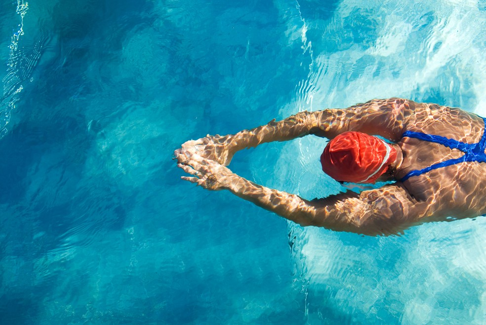 Uma das maiores vantagens da natação é não ter impacto (Foto: iStock Getty Images)