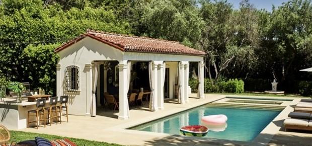 Área externa da casa de Alessandra Ambrosio (Foto: Reprodução)