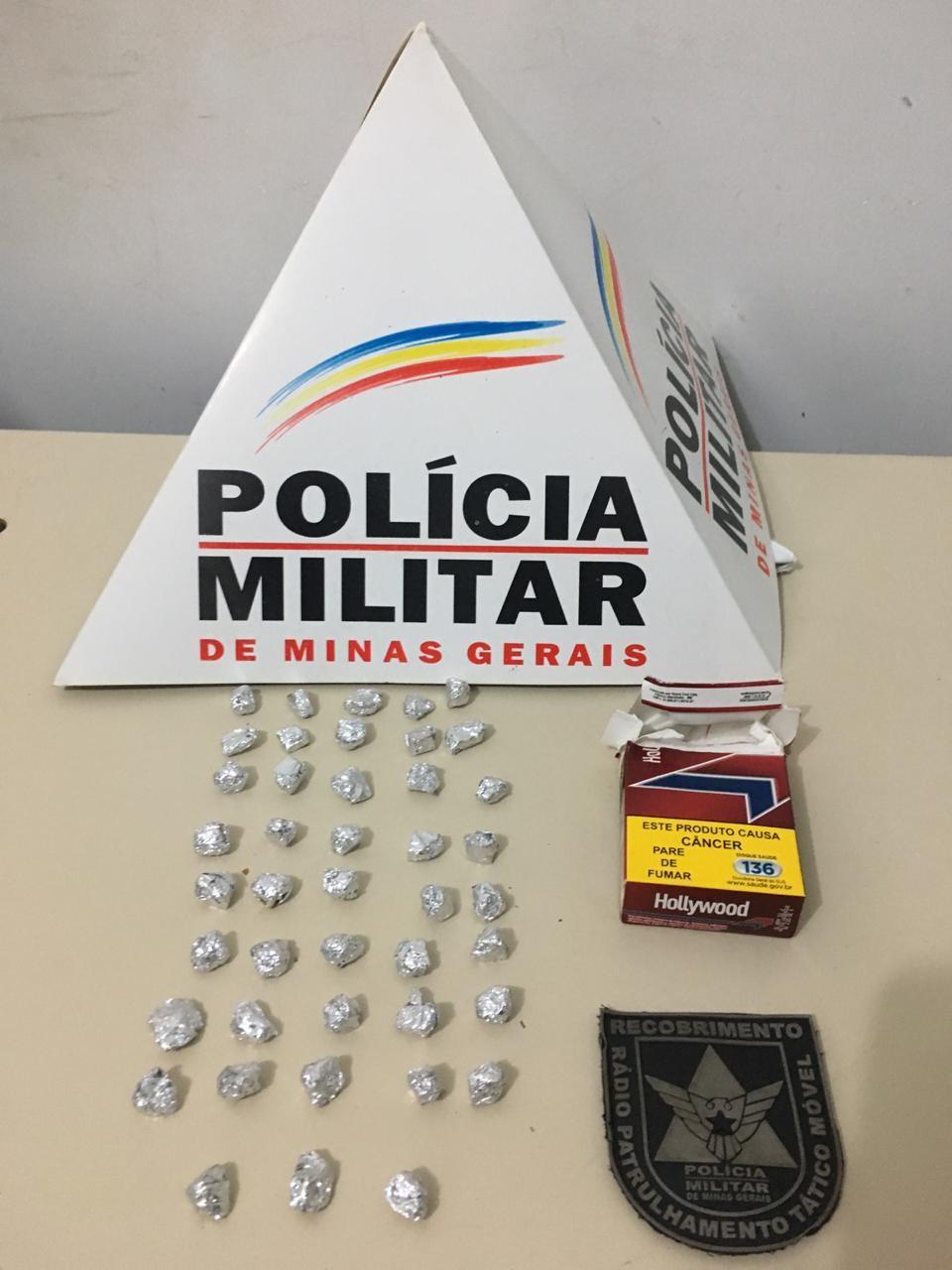 Dupla suspeita de traficar perto de igreja é presa com pedras de crack em Unaí - Notícias - Plantão Diário
