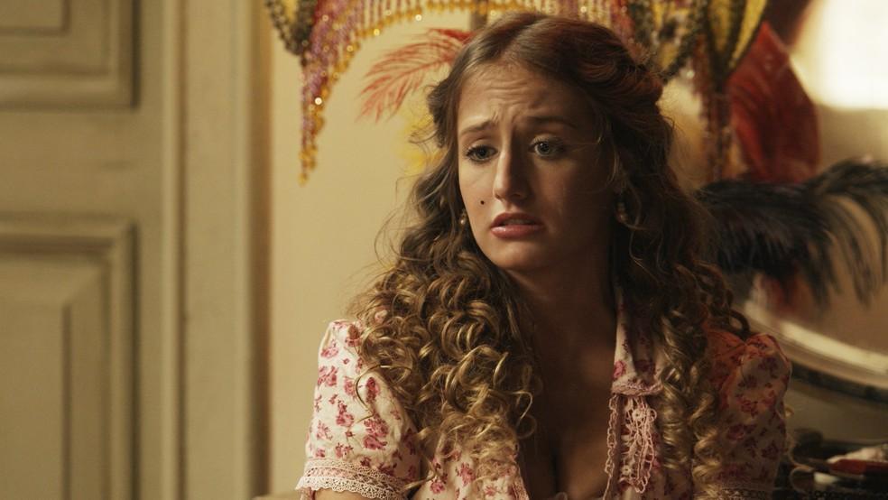 A mais jovem Benedito fica confusa com a história de Uirapuru (Foto: TV Globo)