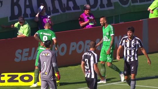 Análise: Chape exagera nas bolas levantadas em derrota para o Botafogo