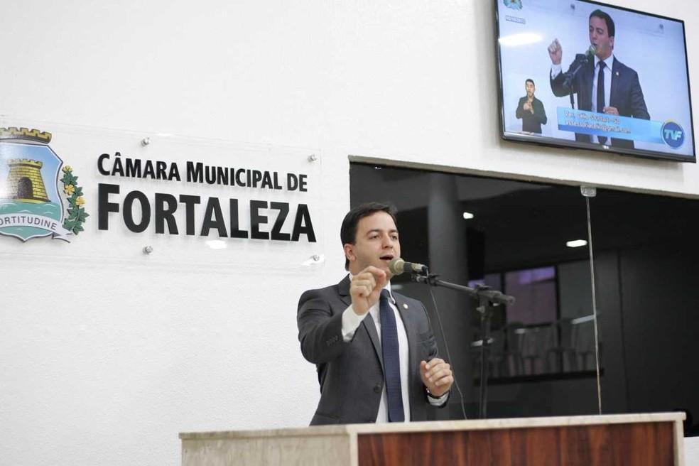 -  Vereador Clélio Studart é autor de projeto que estabele multa por assédio e constrangimento contra mulheres  Foto: Cmfor/Divulgação