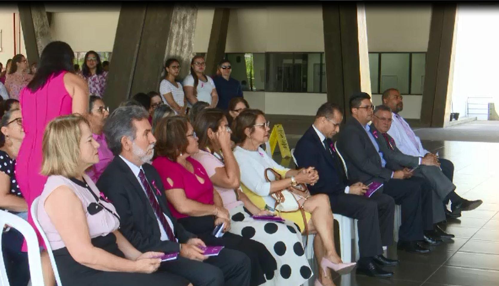 Em alusão ao Outubro Rosa, campanha quer arrecadar lenços para pacientes com câncer no Acre