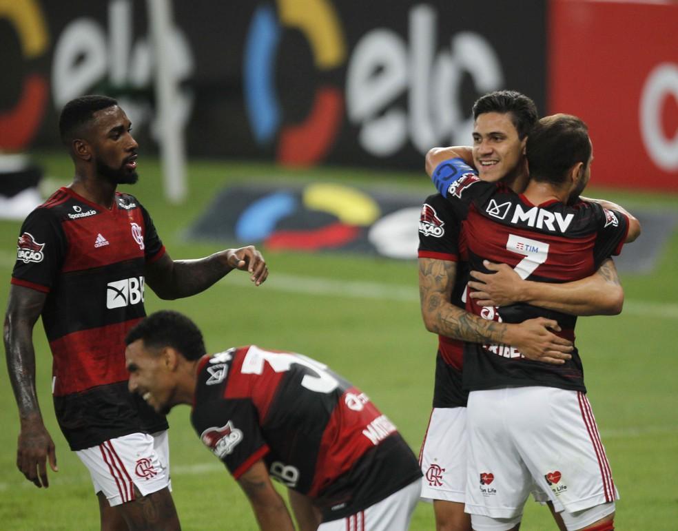 Gérson e Everton Ribeiro são os jogadores com mais mercado na opinião da diretoria — Foto: André Durão