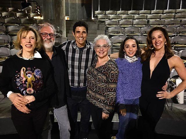 Marilia Gabriela abraçada ao diretor Luciano Chirolli, Reynaldo Gianecchini e Claudia Raia na ponta (Foto: Reprodução/Instagram)