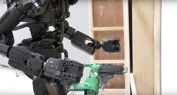 Robô humanóide substitui mão de obra na construção civil do Japão (Foto: AIST/Reprodução)