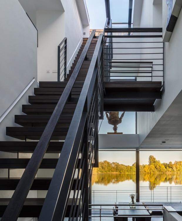Casa que flutua: escadas (Foto: María Barricart/Mecanoo/Reprodução)