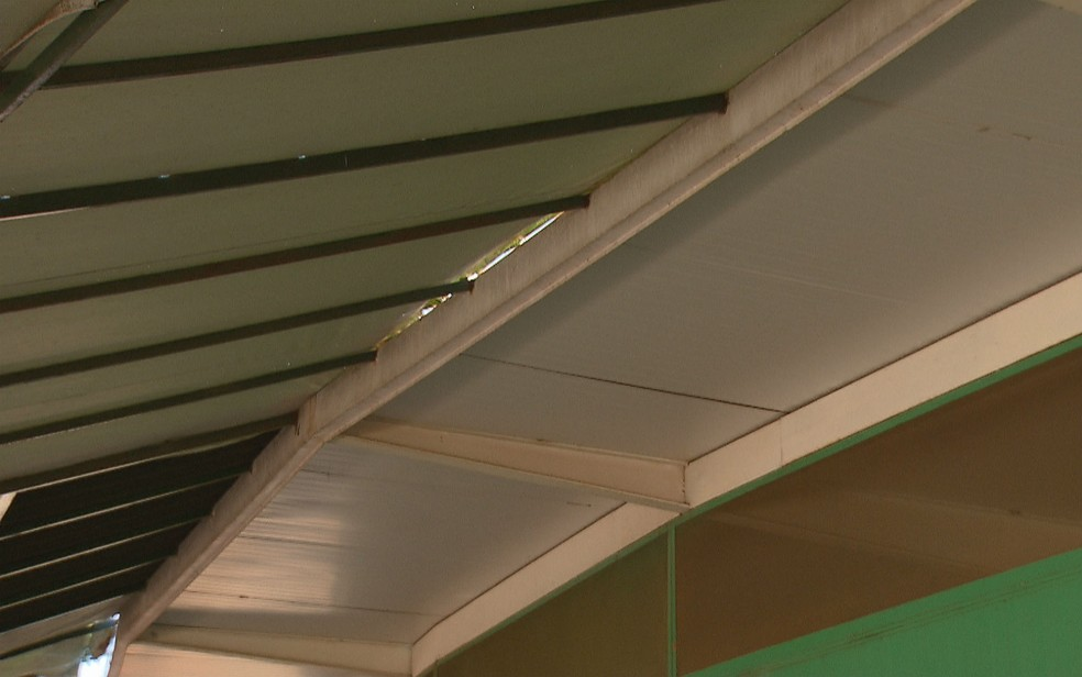 Toldo de barraca na Feira da Torre de TV, em Brasília (Foto: TV Globo/Reprodução)