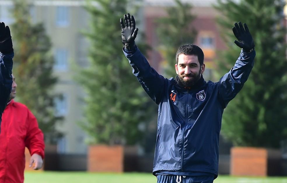 Arda Turan defende atualmente o Istanbul Basaksehir — Foto: Divulgação/Site Oficial do Istanbul