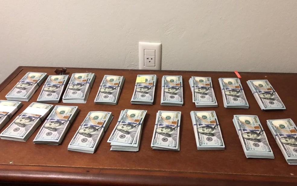 Dólares encontrados em 'bunker' escondido na casa de ex-corregedor da Secretaria da Fazenda de SP — Foto: Redes sociais