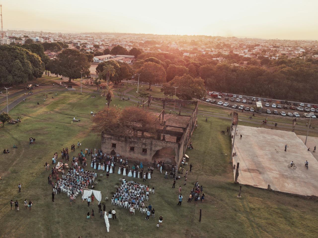 Casais realizam sonho ao trocar alianças durante casamento comunitário em parque de Araguaína - Notícias - Plantão Diário