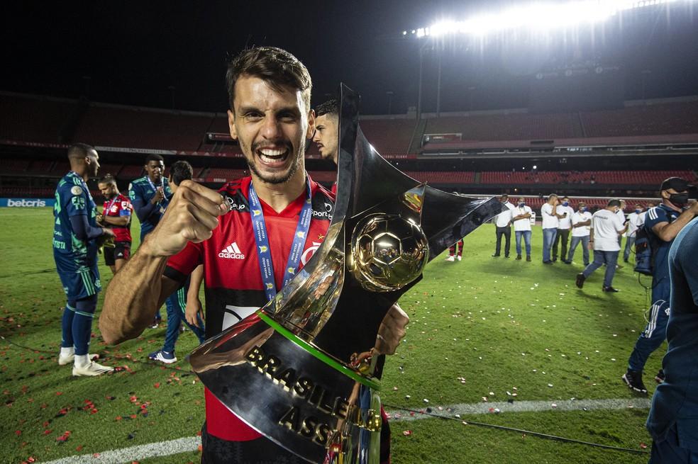 Zagueiro tem mês mágico com Flamengo e lamenta lesões: Vi o quanto era importante