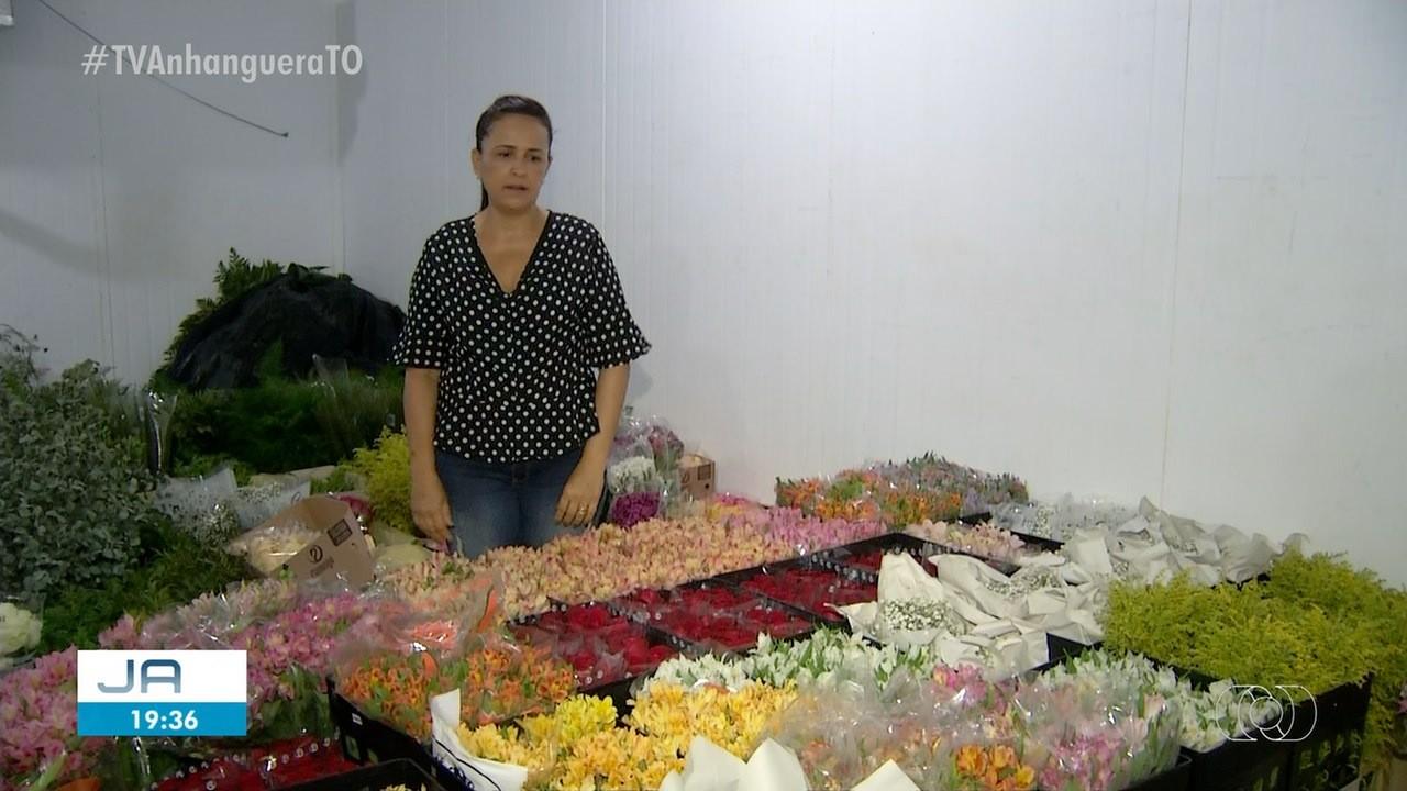 Dona de floricultura doa buquês para evitar desperdício de flores após cancelamento de eventos