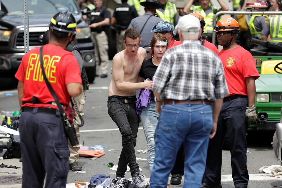 Carro atropela diversas pessoas em Virgínia (Foto: REUTERS/Joshua Roberts)