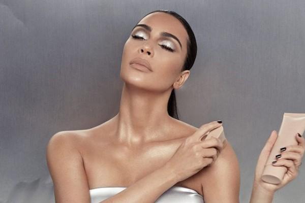 Kim Kardashian tem sua própria linha de cosméticos, a KKW Beauty (Foto: Reprodução / Instagram)