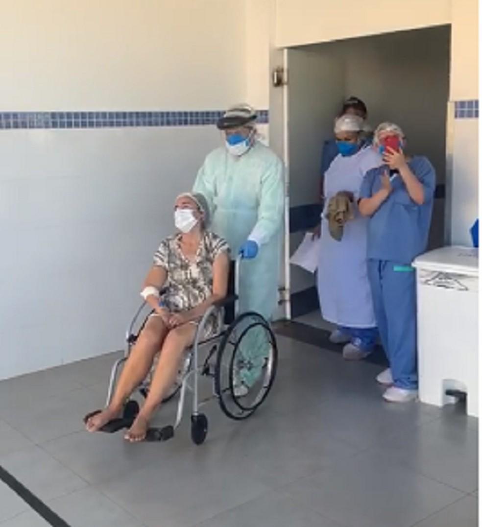 Mulher morre com Covid-19 horas após ser liberada de hospital ...