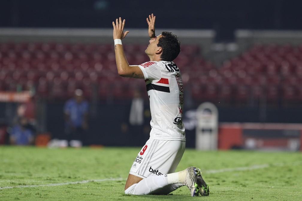 Pablo comemora gol do São Paulo contra o Santos — Foto: Rubens Chiri/saopaulofc.net
