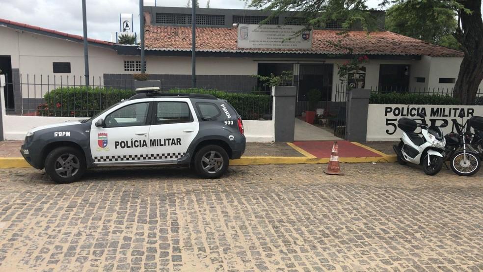 Policiais militares aguardam formalização de acordo com o governo para decidir pelo fim da greve (Foto: Italo Di Lucena/Inter TV Cabugi)