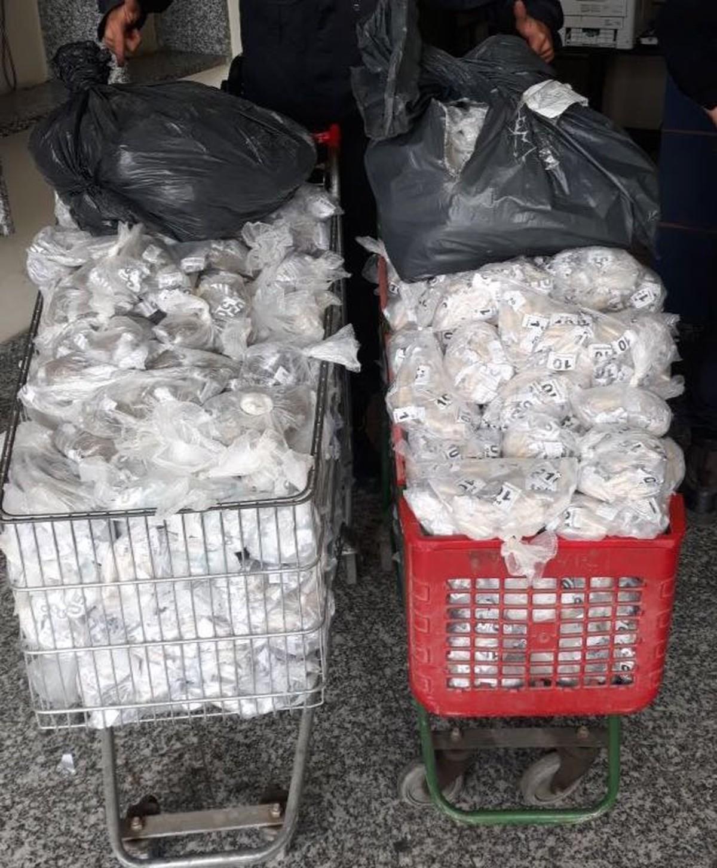 PM apreende grande quantidade de drogas em casa abandonada em Cabo Frio, no RJ