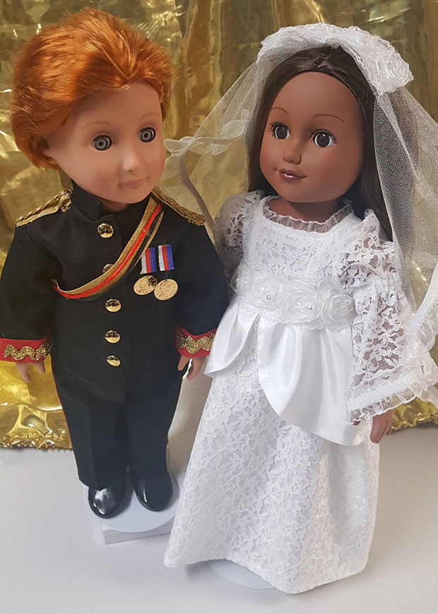 Bonecas do príncipe Harry e Meghan Markle (Foto: Reprodução)