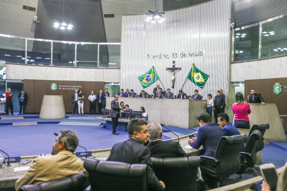 Deputados iniciam sessão que vota proibição de anistia para policiais amotinados no Ceará — Foto: Camila Lima/SVM