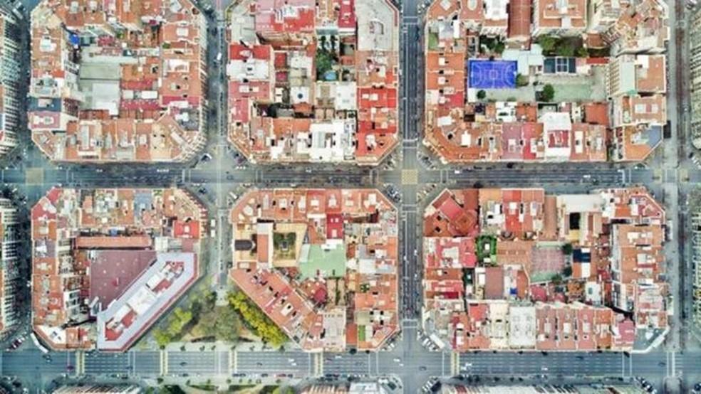 Barcelona aprovou leis que restringem certos passeios nas áreas mais movimentadas — Foto: Orbon Alija/ Getty Images via BBC