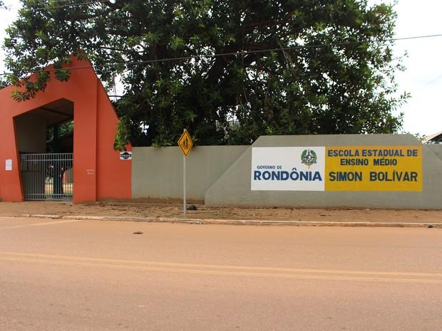 Escola Estadual Simon Bolívar é a única a receber o serviço, além de ser a primeira instituição com ensino em período integral, outra novidade no município (Foto: Júnior Freitas/G1)