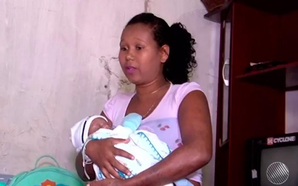 Dona de casa Cleidiane acreditava estar grávida de gêmeos (Foto: Reprodução/TV Santa Cruz)